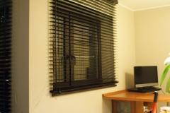 galeria żaluzje drewniane 50 mm drewno 302