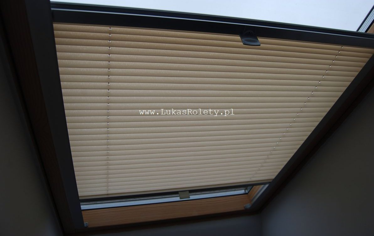 Montaż plisy na okna dachowe
