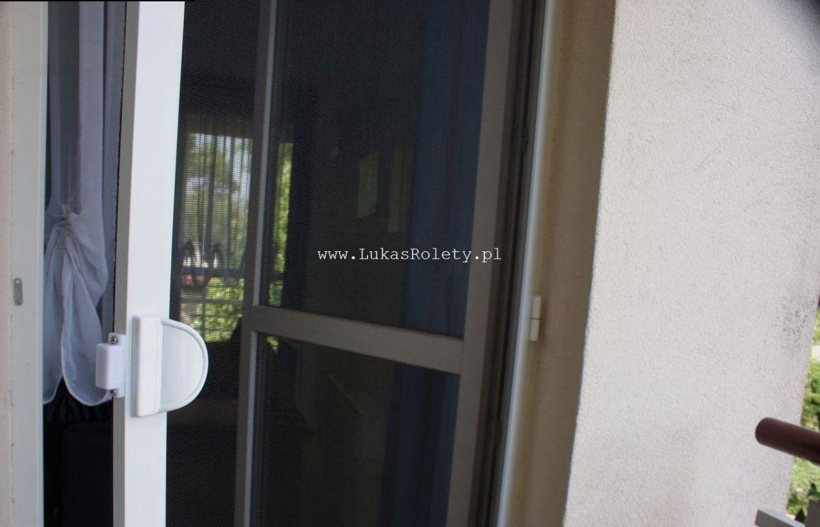 Montaż drzwi moskitierowej