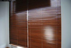 Żaluzje drewniane montaż sufit